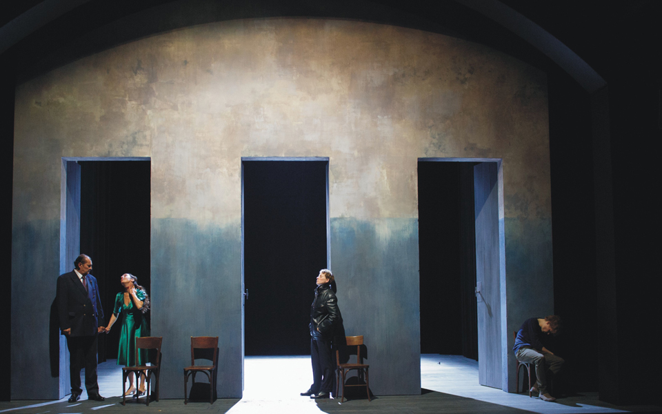 comedie-francaise-antigone-toy-anouilh_c_cosimo-mirco-magliocca_nd37939-m1