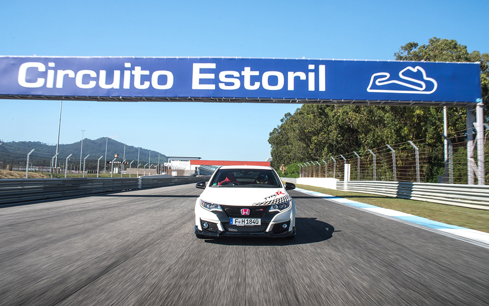 73923_honda_civic_type_r_sets_new_benchmark_time_at_estoril_with_wtcc_safety