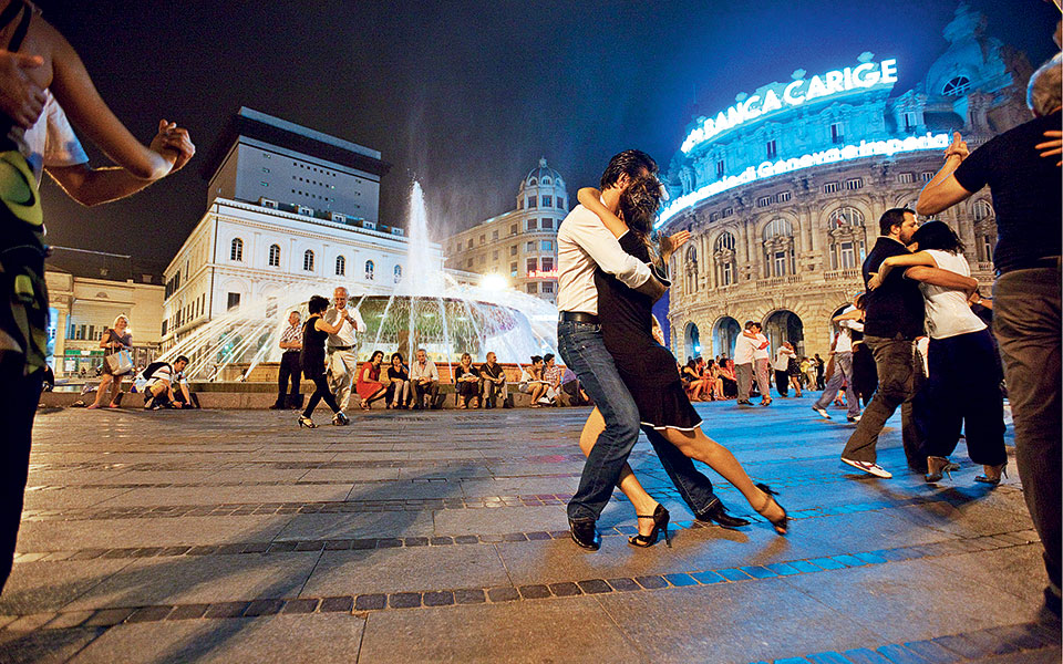 serata-di-tango-in-piazza-de-ferrari-cuore-della-citto