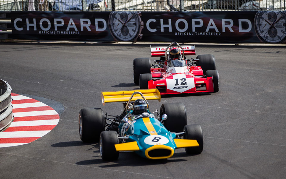 colourful_cars_in_the_race_8840