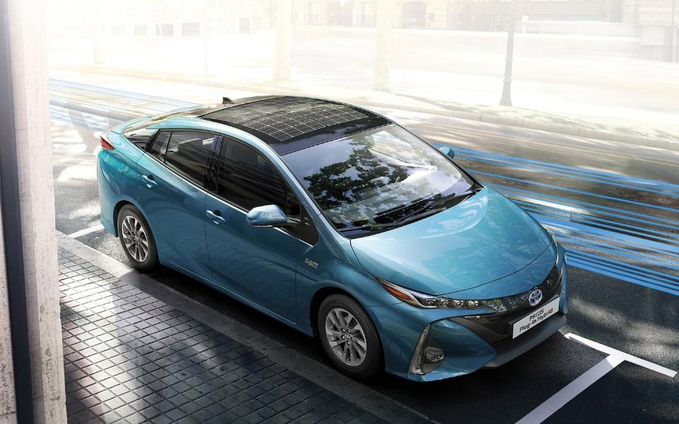 toyota-prius_plug-in_hybrid-2017-1600-0f