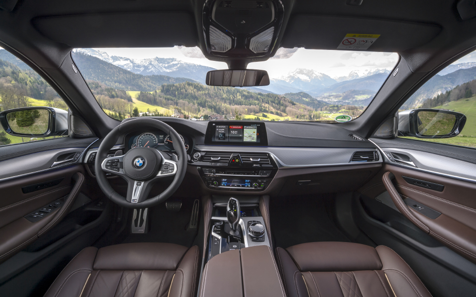 p90255009_highres_the-new-bmw-m550i-xd