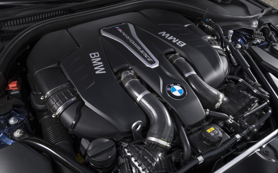 p90255018_highres_the-new-bmw-m550i-xd