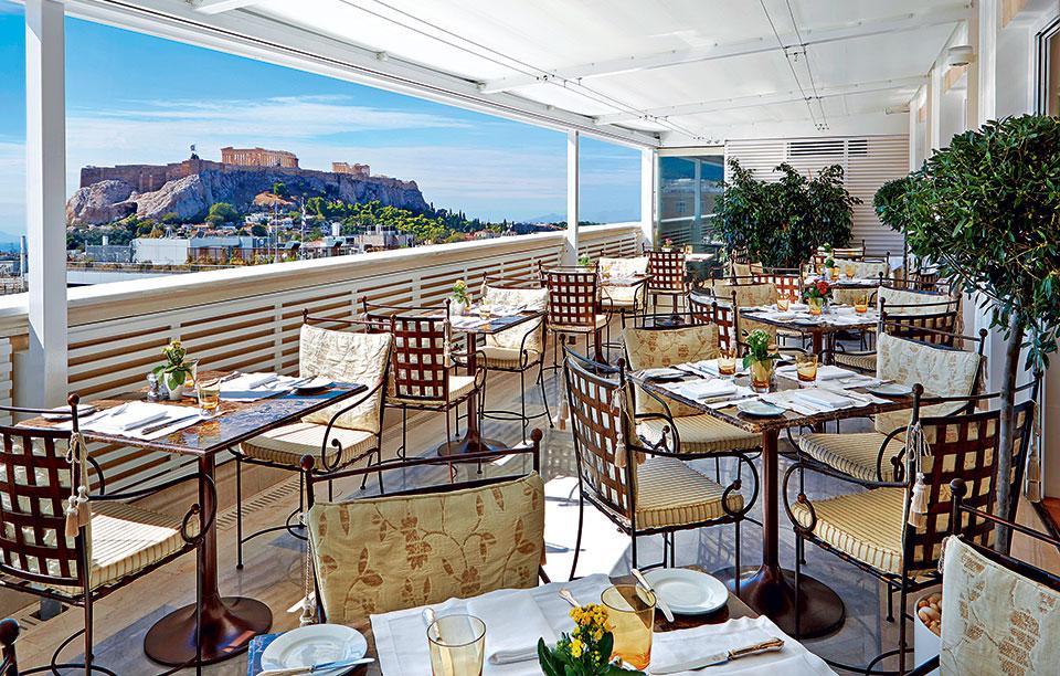 lux3929re-142300-tudor-hall-restaurant-veranda-high