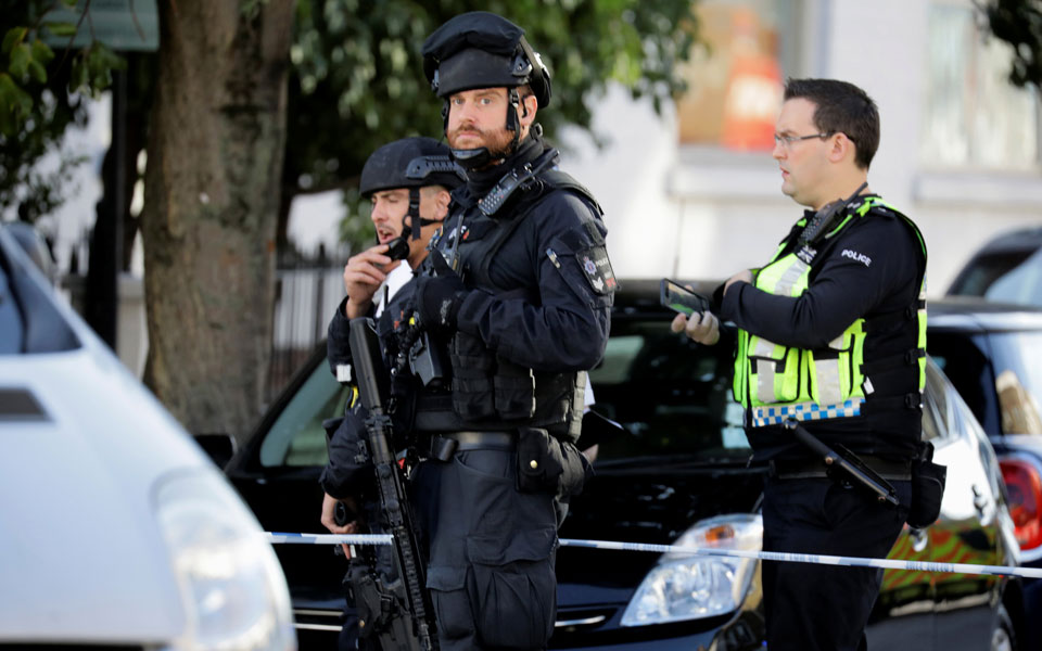 armed-police1