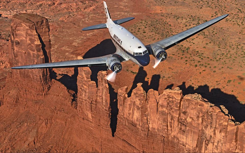 breitling-dc-3-world-tour-monument-valley-us_01
