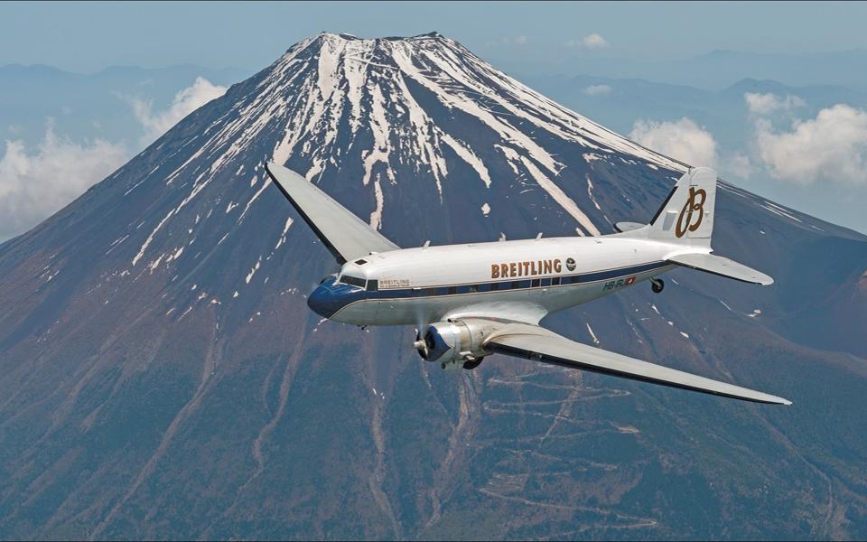 breitling-dc-3-world-tour-mount-fuji-japan_02