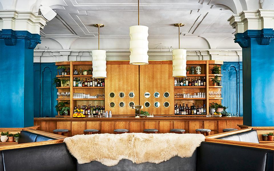9-studio-restaurant-_-credit-adrian-gaut