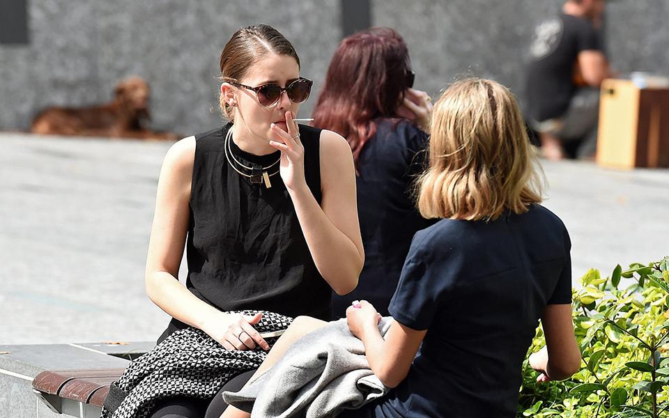 05s1smoking10