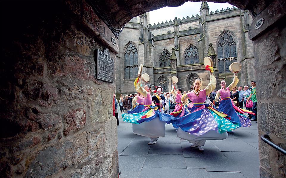 dancers_at_the_edinburgh_festival_fringe_original_1_original