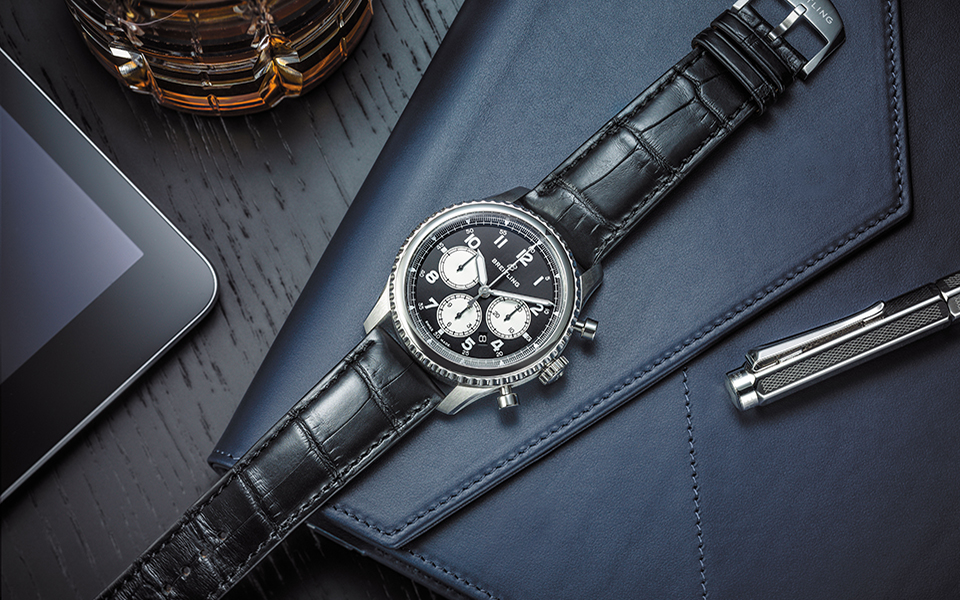 navitimer-8-b01with-black-dial-and-black-alligator-strap_03