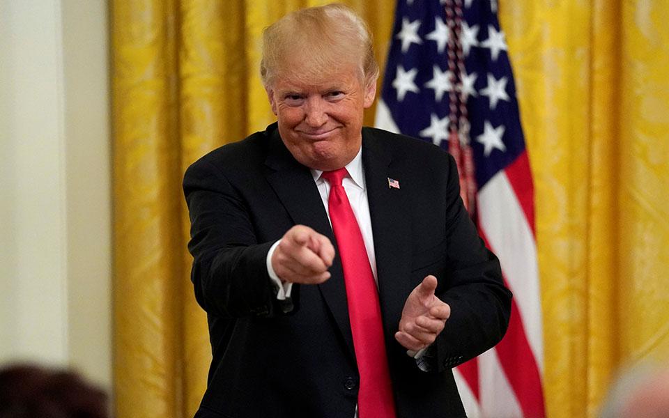 trump-hosts-