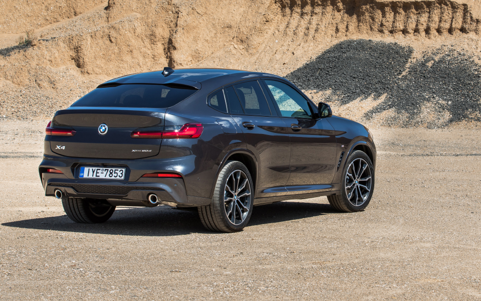p90323365_highres_the-new-bmw-x4-in-at
