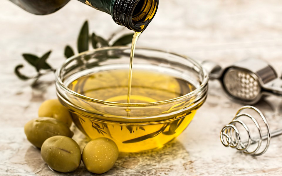 olive-oil-9686570