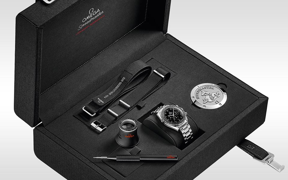 omega-moonwatch-box-960x600