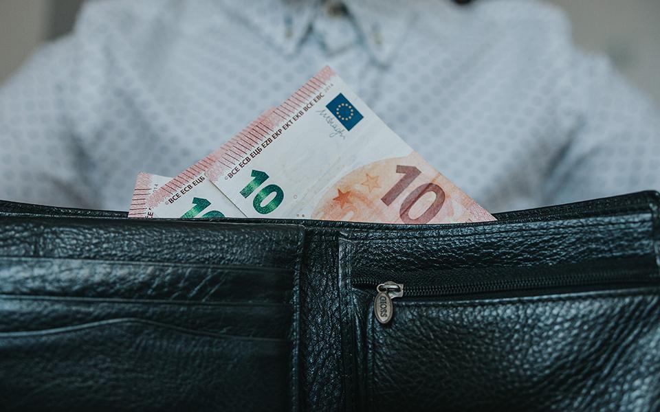bank-notes-cash-close-up-1353004