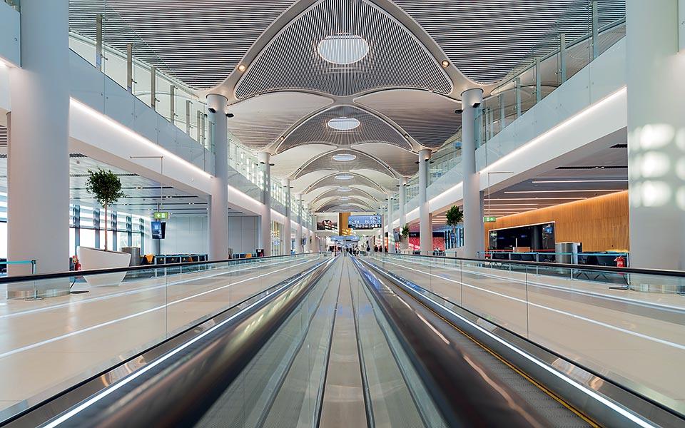 8_istanbul-new-airport_travelator-close-up