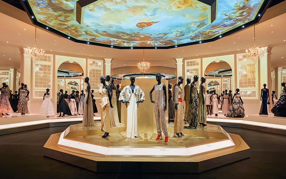 va_christian-dior-designer-of-dreams-exhibition_ballroom-section-c-adrien-dirand-22