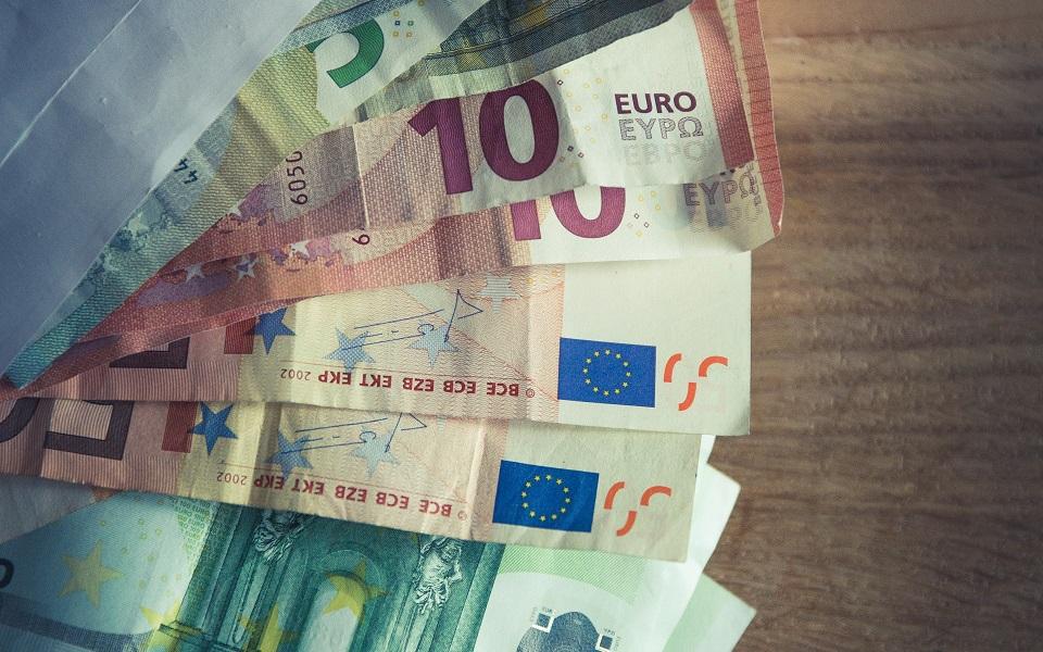 bank-notes-bills-cash-316401