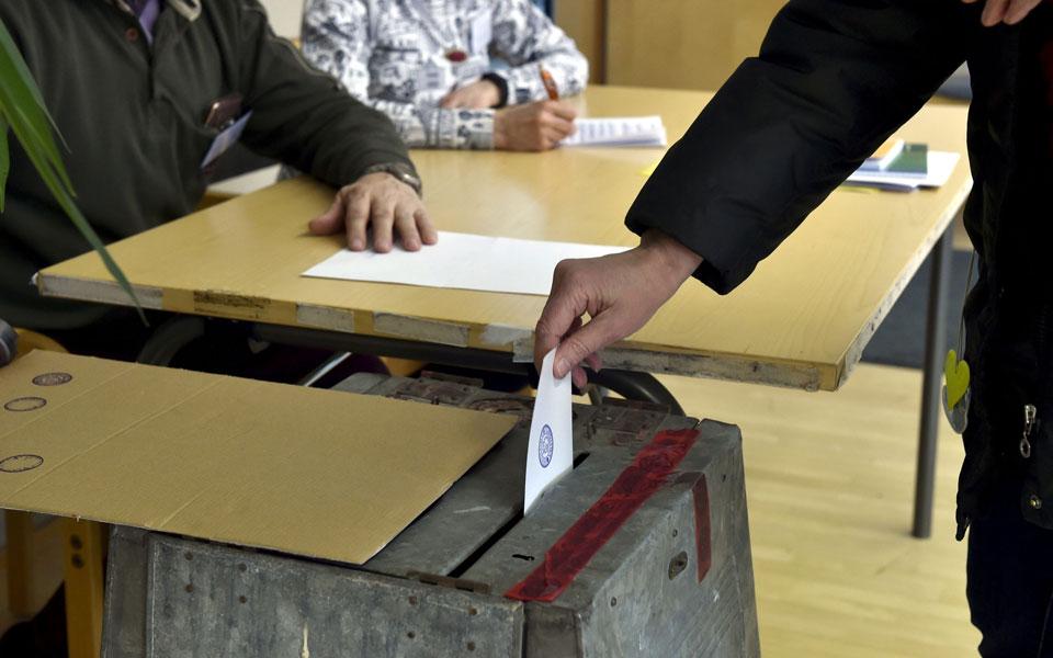 a-voter-cast