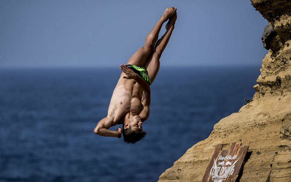 mido-red-bull-cliff-diving-credit-dean-treml-red-bull-content-pool-hp