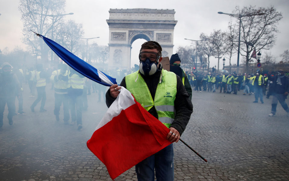 yellow-vest-paris