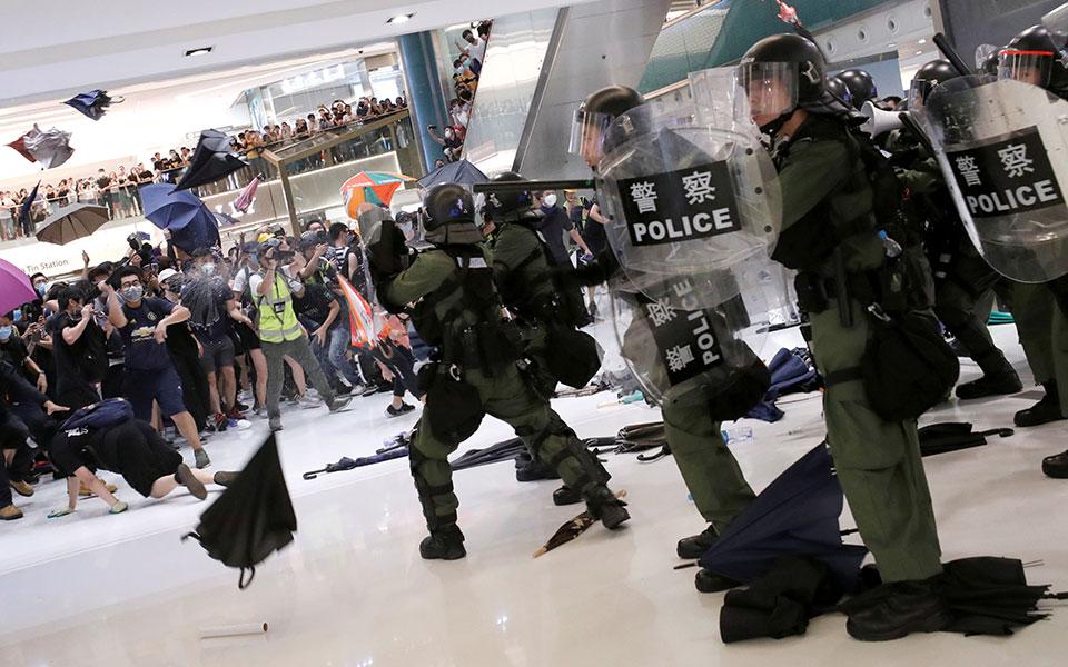 riot-police-