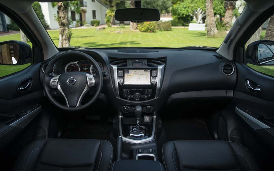 nissan-navara-double-cab-blue---interior-1