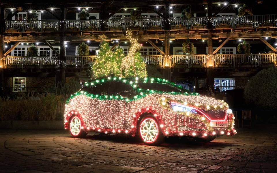 1-introducing-the-nissan-christmas-tree-a-festive-display-that-is-powered-by-the-nissan-leafeavs-own-regenerative-ener-1