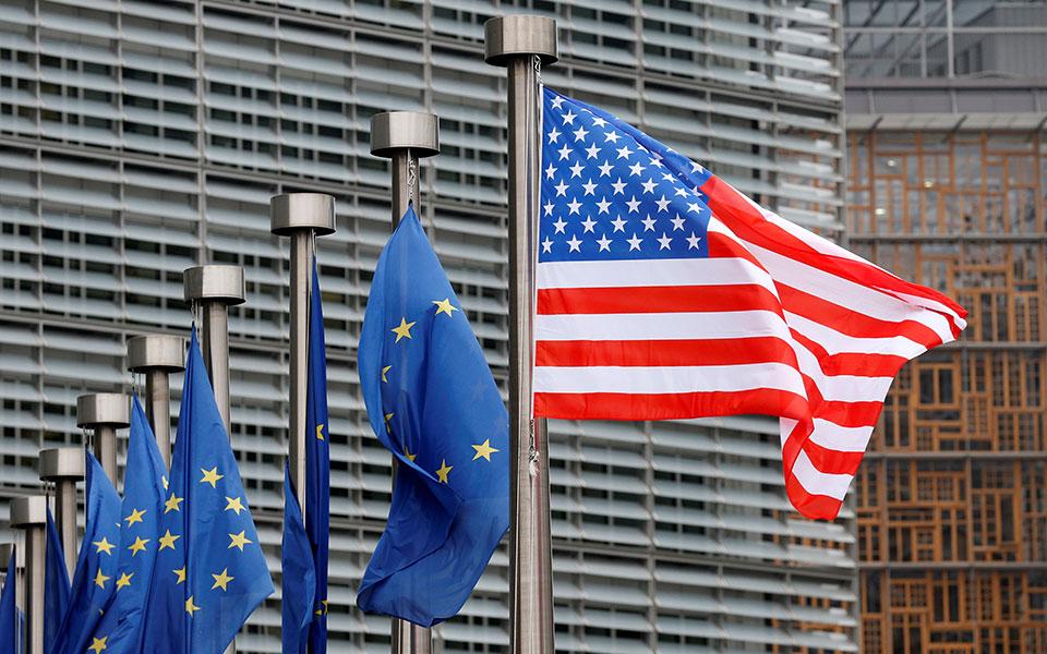 europeanunion-usa-flags-brussels