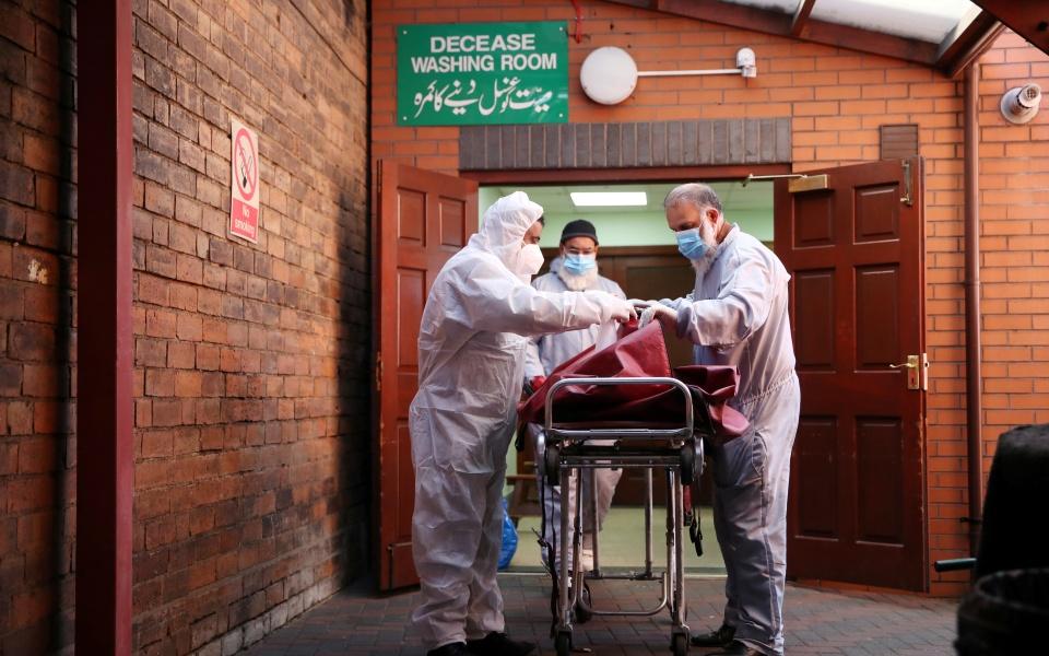 2020-04-21t140912z_780654126_rc229g9s7vvb_rtrmadp_3_health-coronavirus-britain-morgue