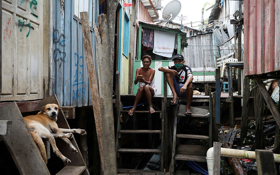 2020-05-21t161341z_1459671150_rc24tg92633o_rtrmadp_5_health-coronavirus-brazil-favela