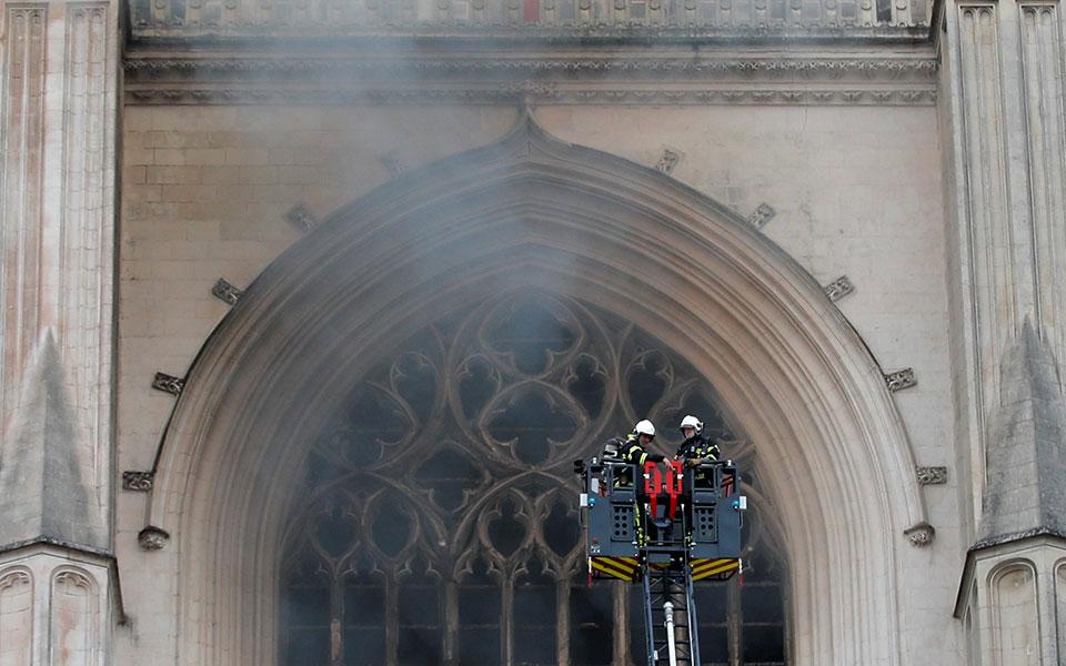 2020-07-18t072002z_1613646429_rc2jvh9bm4d0_rtrmadp_3_france-fire-nantes-cathedral