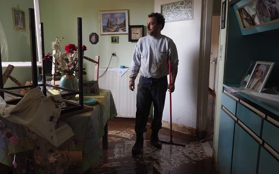 mandra-attikis-kathe-spiti-mia-istoria-katastrofis5
