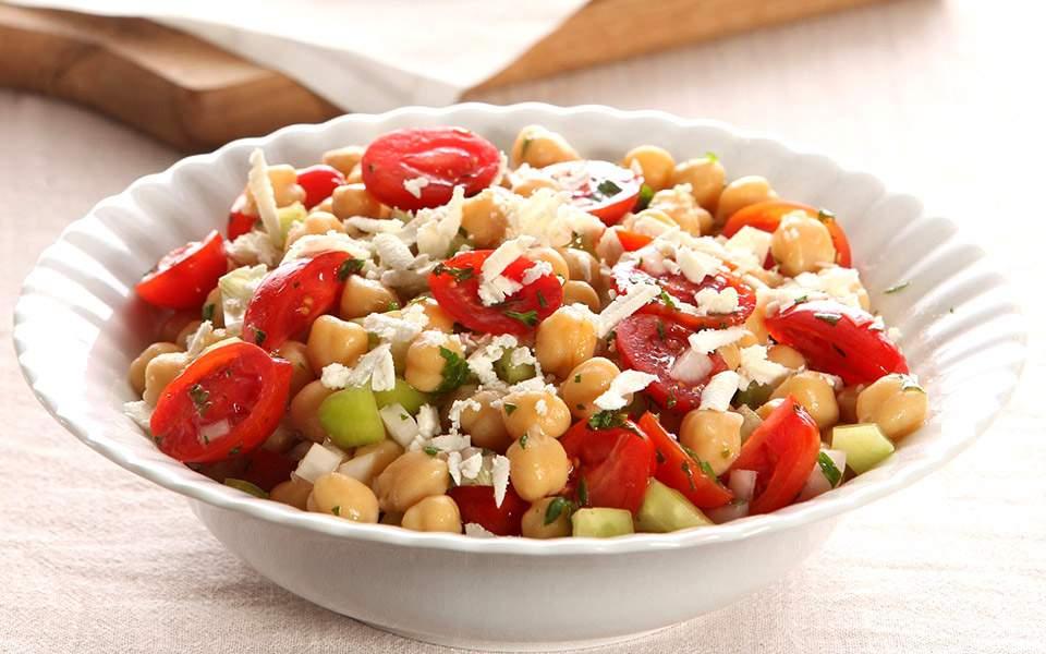 afieroma-kalokairines-salates0