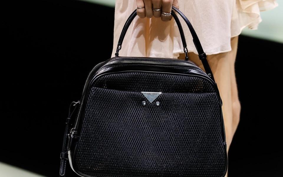 6-mini-handbags-gia-ta-fthinoporina-office-look-sas1