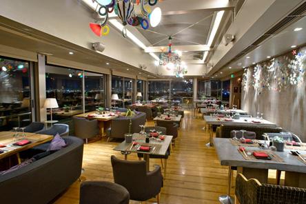 to-st-astra-rooftop-restaurant-bar-anoixe-pali-gia-ti-cheimerini-sezon0