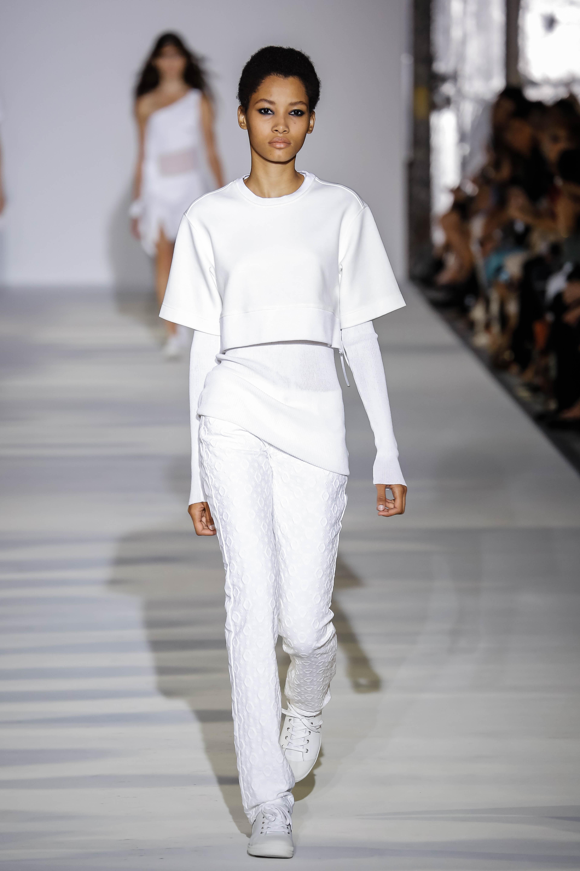 leyko-tzin-panteloni-fashion-tips-gia-tis-kalokairines-emfaniseis-sas1