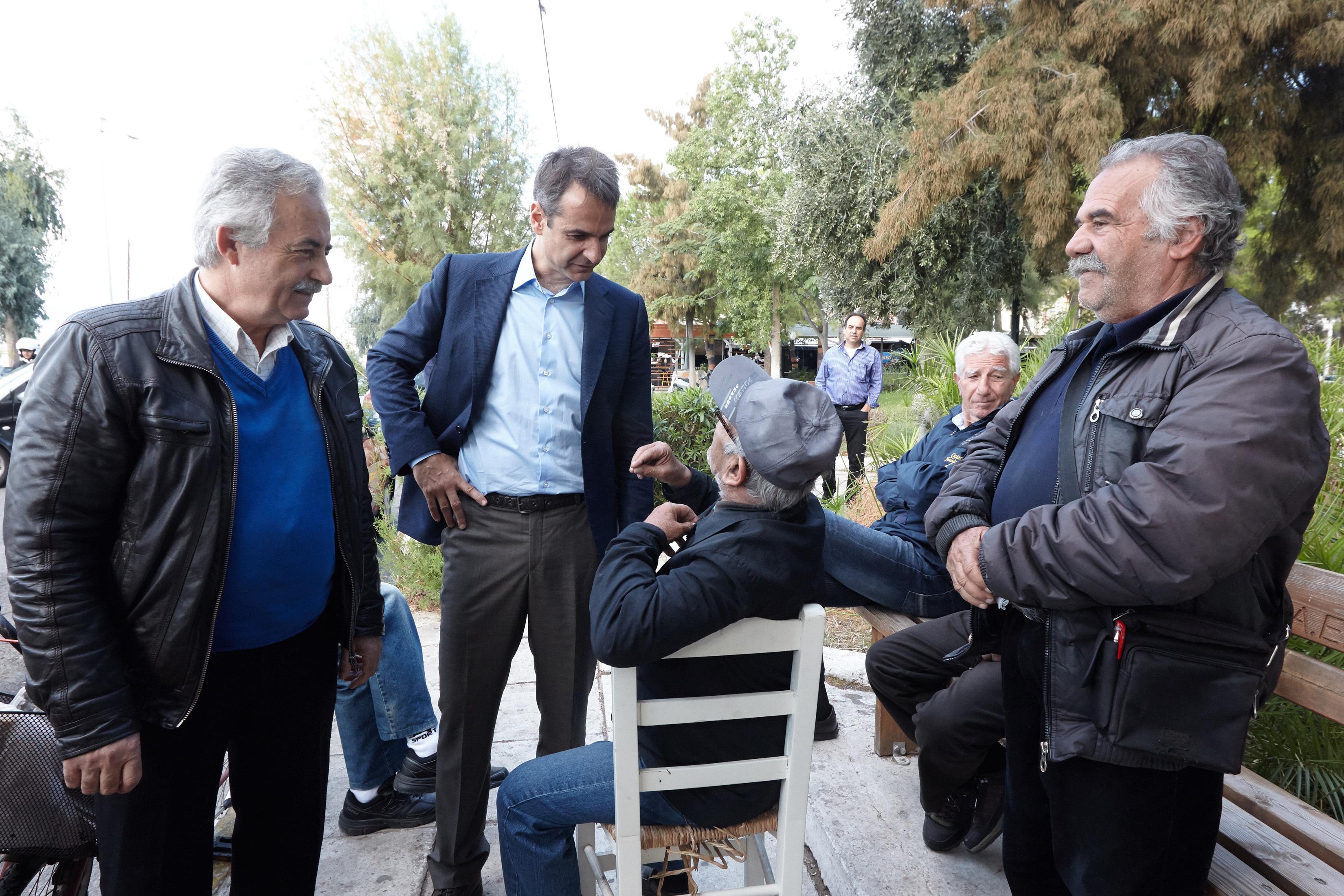 mitsotakis-egklovismenos-sta-adiexoda-toy-o-k-tsipras-photos1