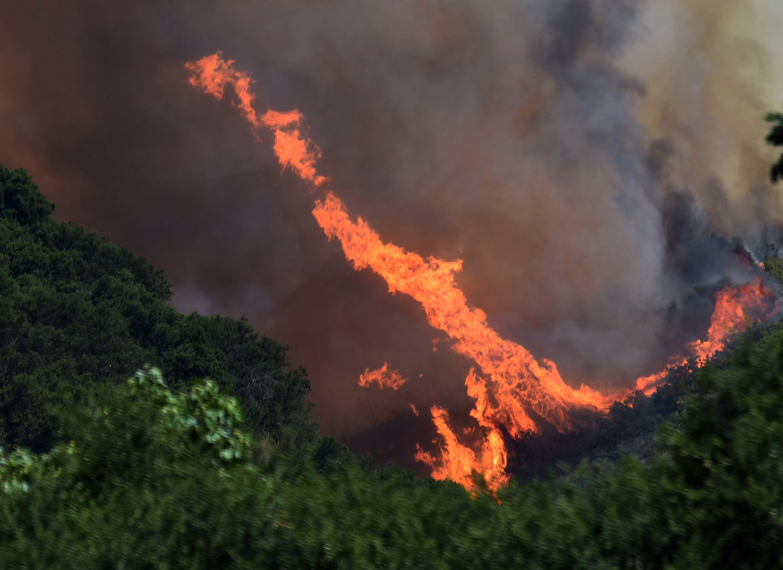katastrofikes-pyrkagies-se-kanada-kai-kalifornia-amp-8211-chiliades-ektopismenoi-foto0