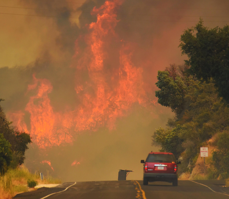 katastrofikes-pyrkagies-se-kanada-kai-kalifornia-amp-8211-chiliades-ektopismenoi-foto4