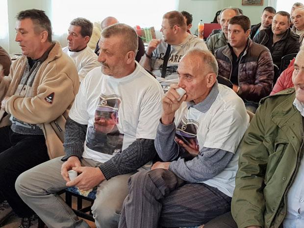 dakrya-charas-kai-amp-8230-pikras-gia-ta-isovia-se-mlantits-amp-8211-i-aimatovammeni-istoria-tis-vosnias-se-eikones9
