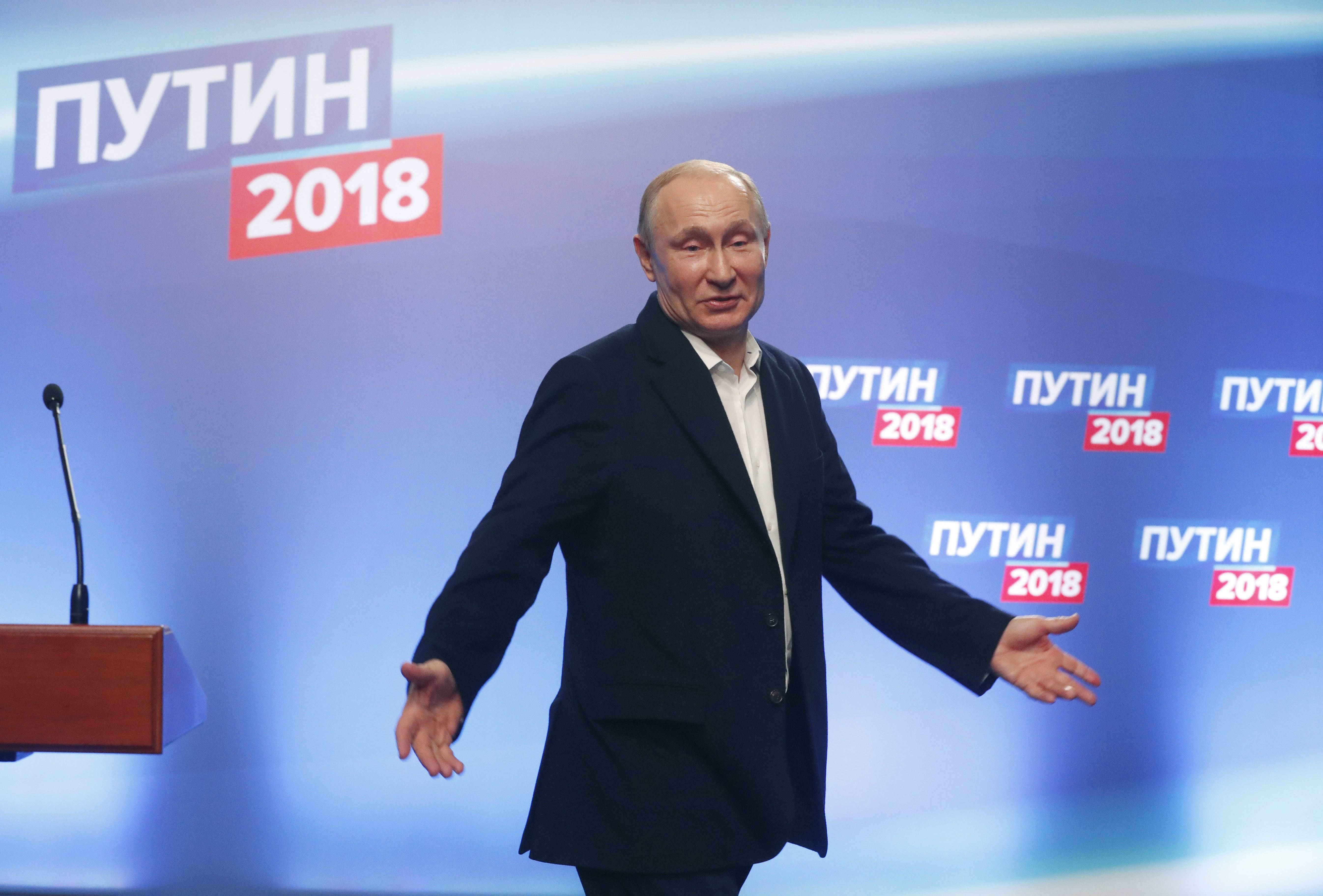 poytin-to-profil-toy-rosoy-proedroy-poy-krata-gia-tetarti-thiteia-ta-kleidia-toy-kremlinoy2