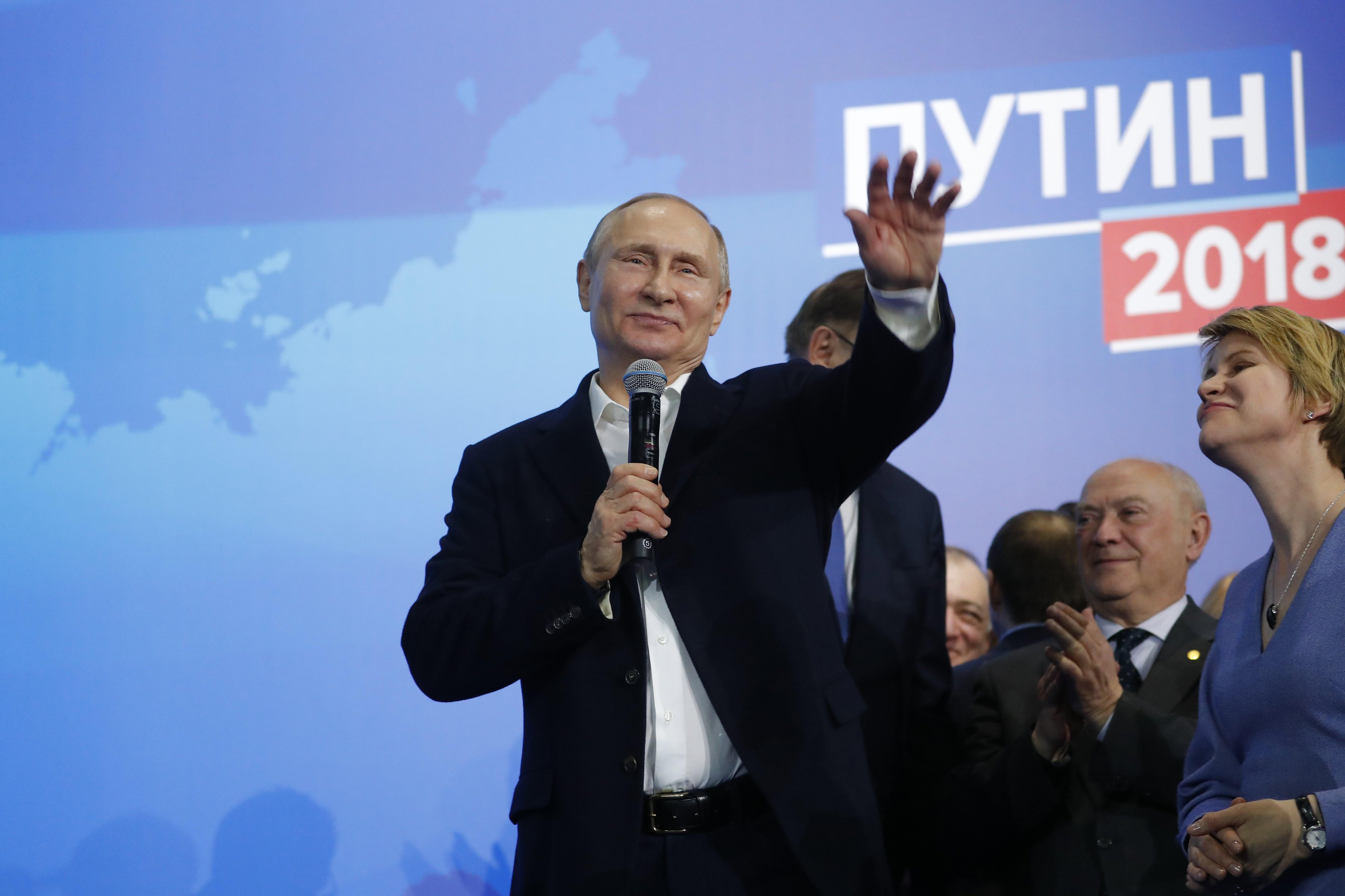 poytin-to-profil-toy-rosoy-proedroy-poy-krata-gia-tetarti-thiteia-ta-kleidia-toy-kremlinoy4