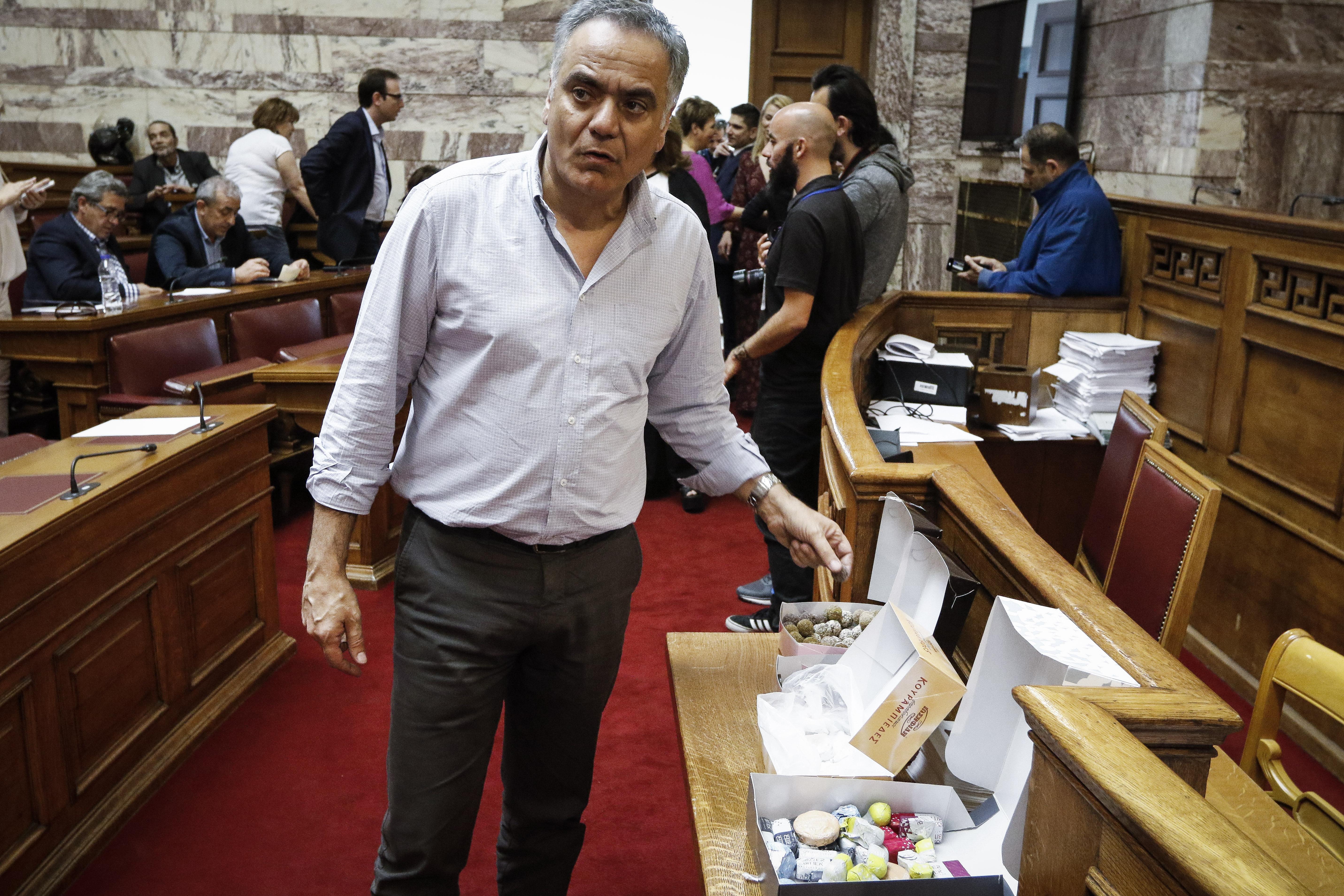 ta-glyka-stin-koinovoyleytiki-omada-toy-syriza-fotografies1