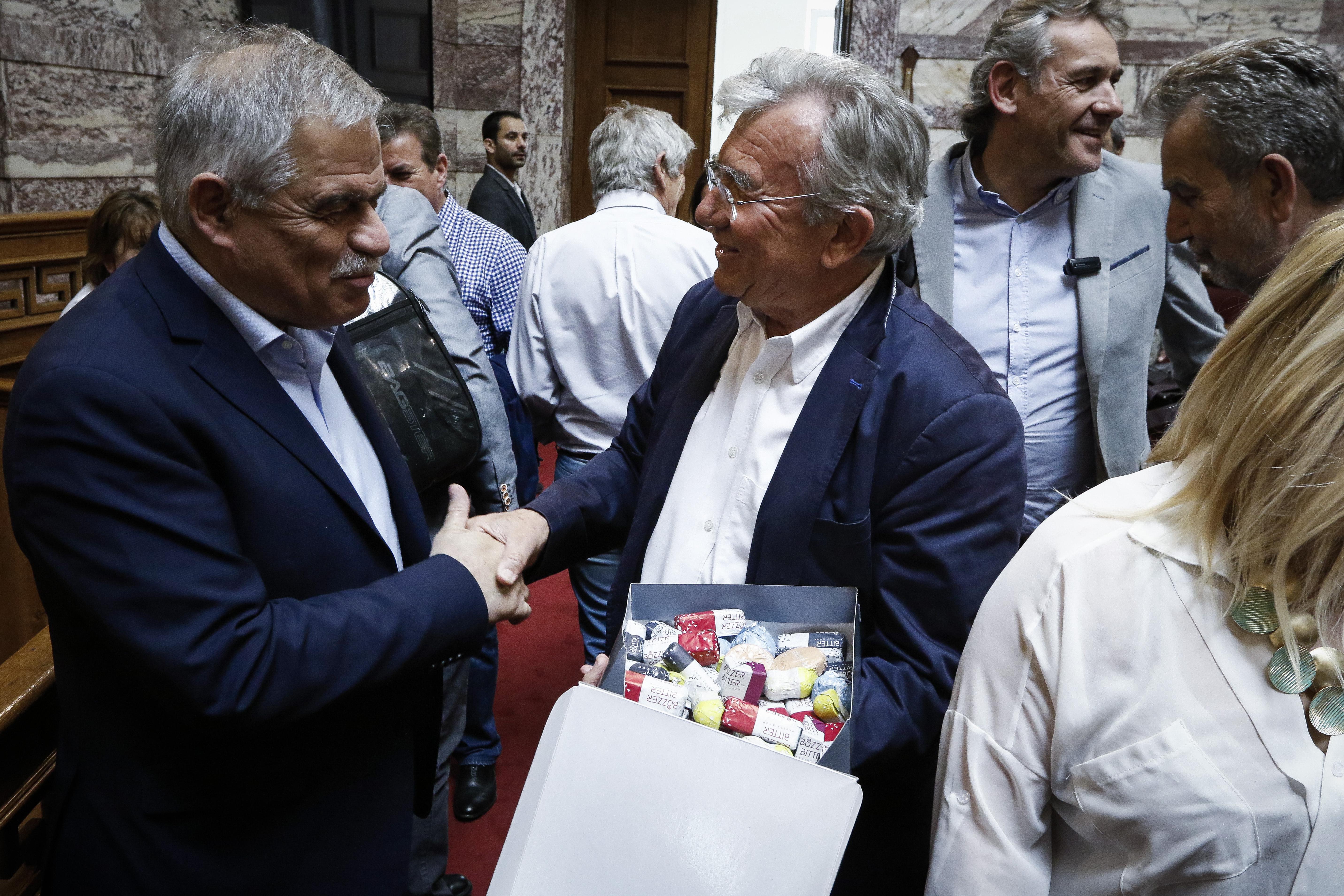 ta-glyka-stin-koinovoyleytiki-omada-toy-syriza-fotografies4