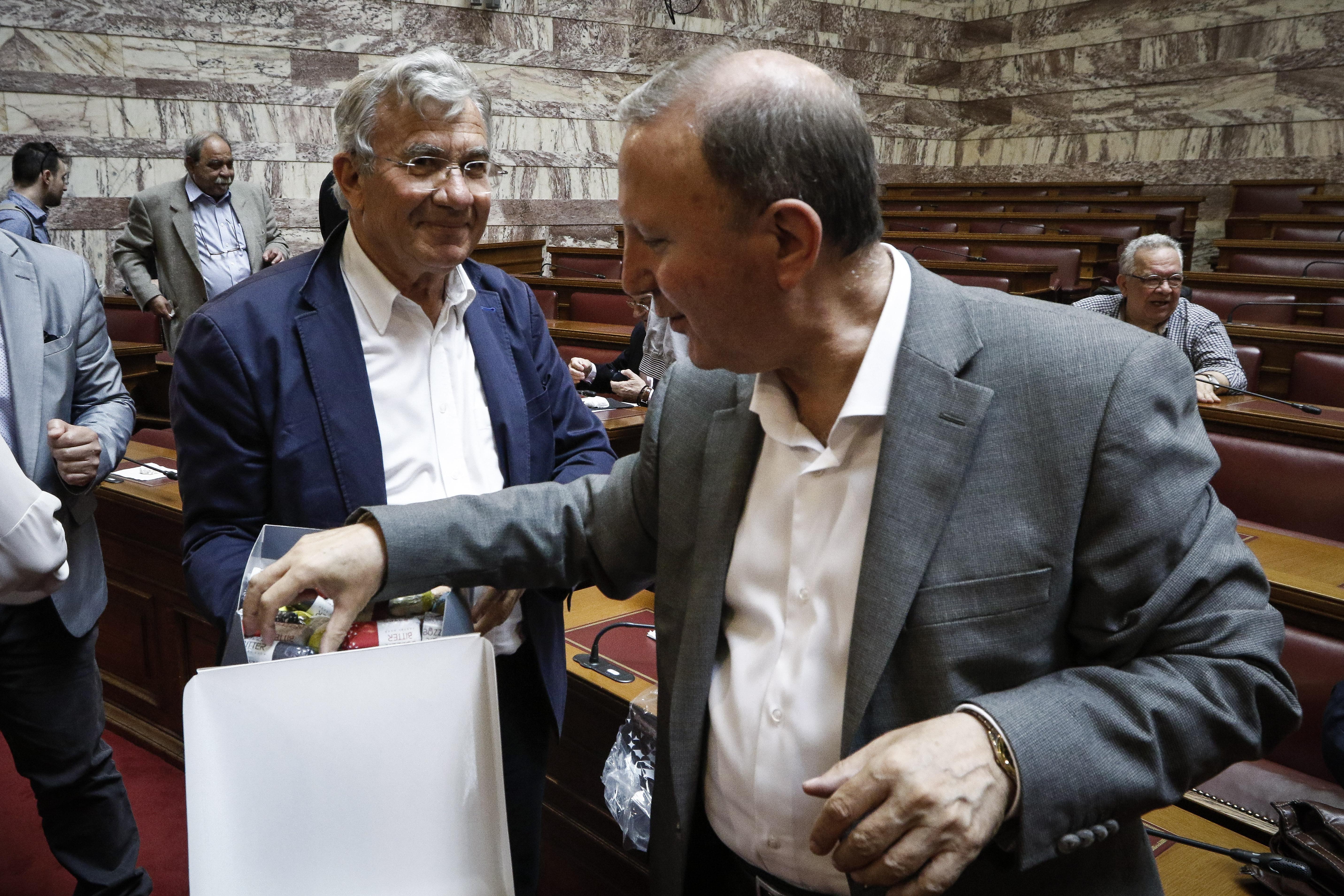 ta-glyka-stin-koinovoyleytiki-omada-toy-syriza-fotografies2