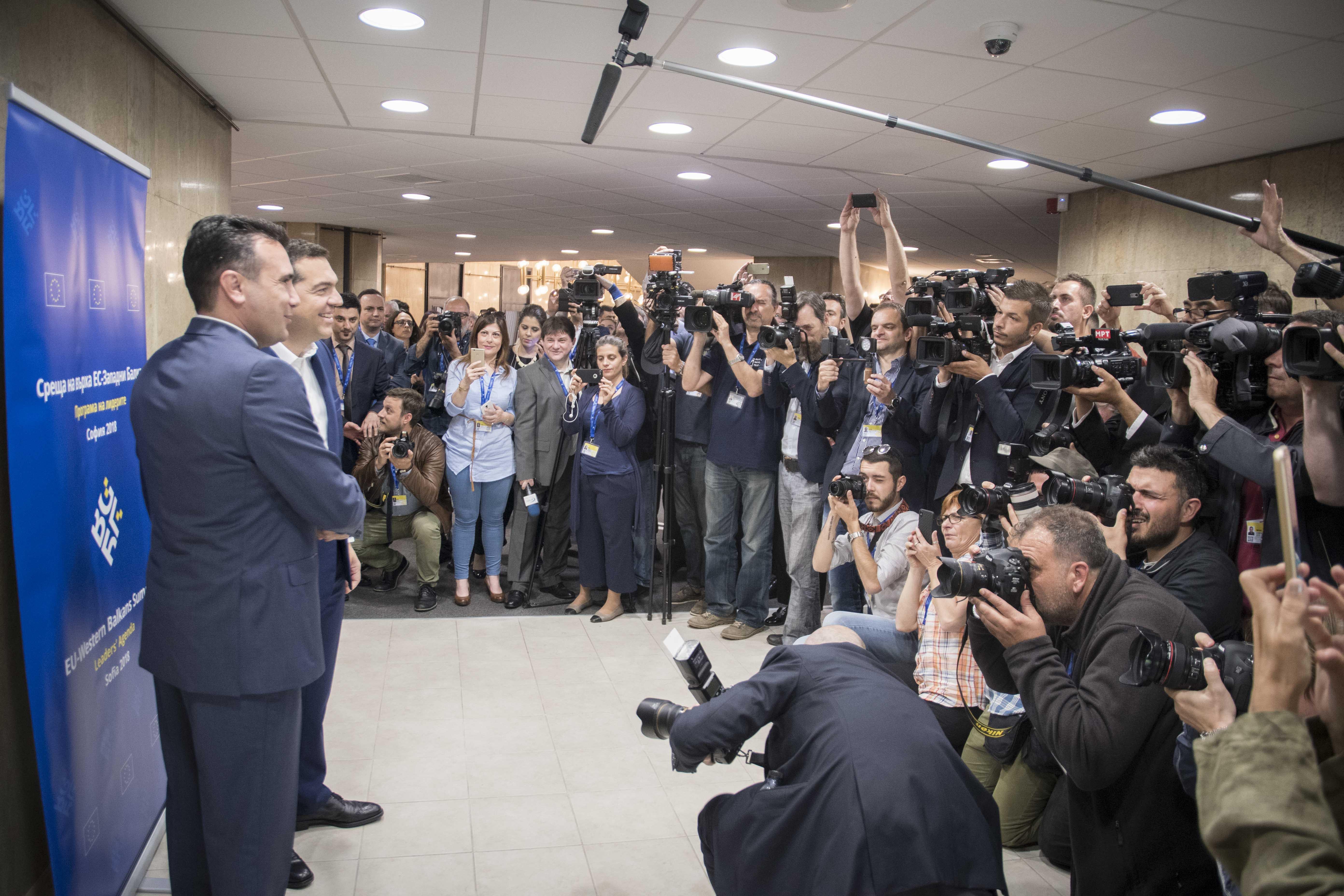 kare-kare-i-synantisi-tsipra-zaef-fotografies3