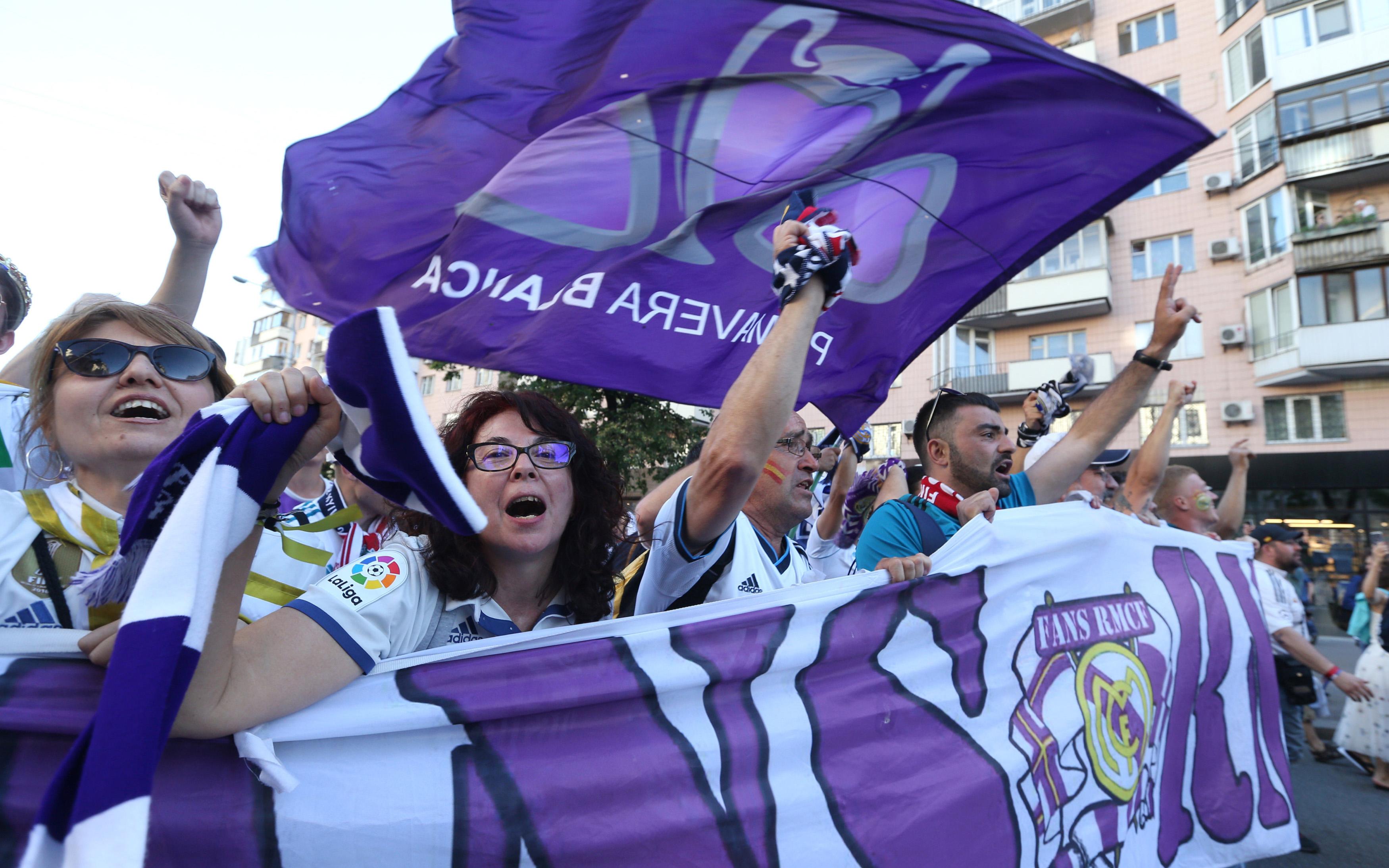 champions-league-opadoi-tis-real-kai-tis-liverpoyl-kateklysan-toys-dromoys-toy-kievoy15