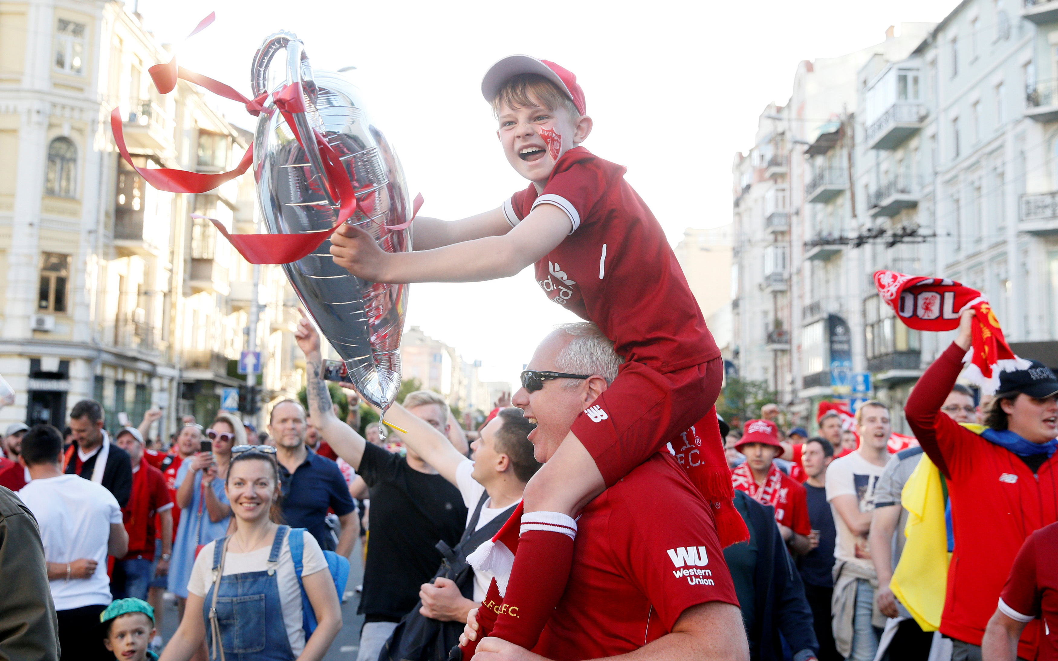 champions-league-opadoi-tis-real-kai-tis-liverpoyl-kateklysan-toys-dromoys-toy-kievoy1
